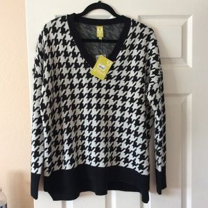 Heavy Black White Boxy Sweater from QMack, Size M